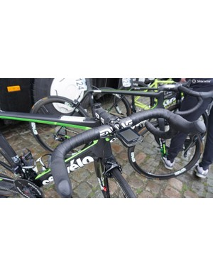 ENVE provide Team Dimension Data with the majority of their finishing kit, as well as wheels
