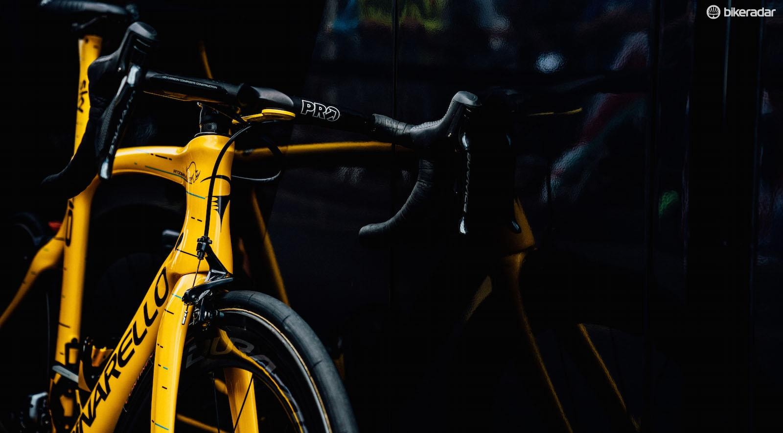 The Dogma has the blue and black dot-dash design as featured on the team jersey and equipment