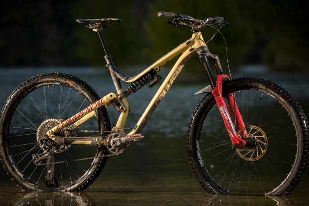 In 2018, Commencal's EWS racers have the option to ride the new 29er