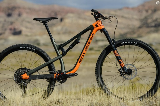 Two colors of the Instinct Carbon 70 are on offer. This is Tank Girl/Fox Racing Orange/Back in Black