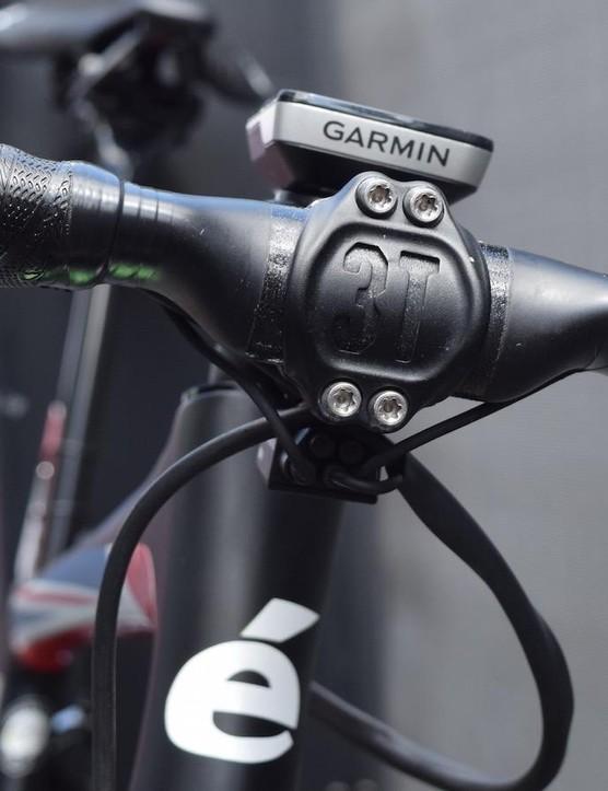 ENVE provides Cummings with its SES Carbon Aero road bar