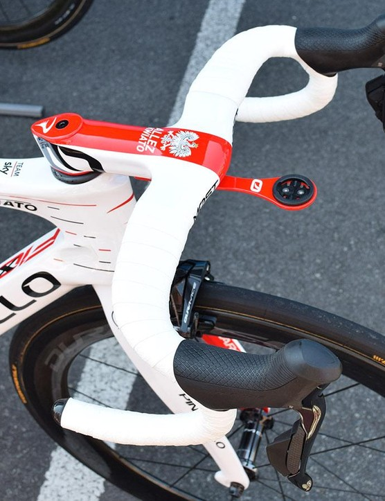 Kwiatkowski's MOST Talon Aero 1k Di2 handlebars have also been given complete custom livery for the Polish national champion