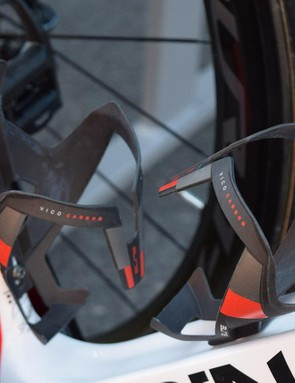 Elite Vico Carbon bottle cages with red accents complement the frameset's design