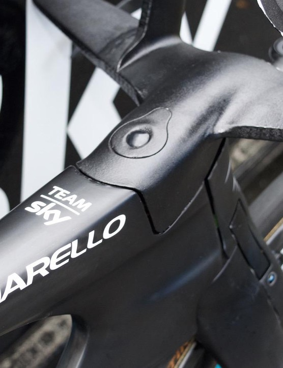 The headset and stem is fully integrated into the Italian frame
