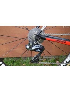 Neat cable routing to the rear derailleur