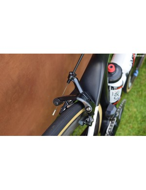 The Dura-Ace R9100 brakes are paired with carbon-specific brake pads