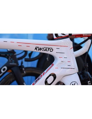 Team Sky's dot/dash data-driven design scheme also adorns Kwiatkwoski's frameset in matching red and black colours