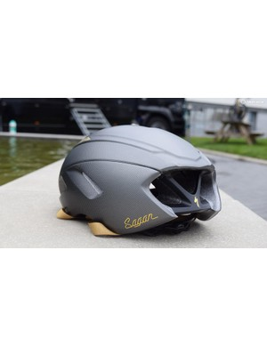 The helmet becomes a touch lighter to the rear