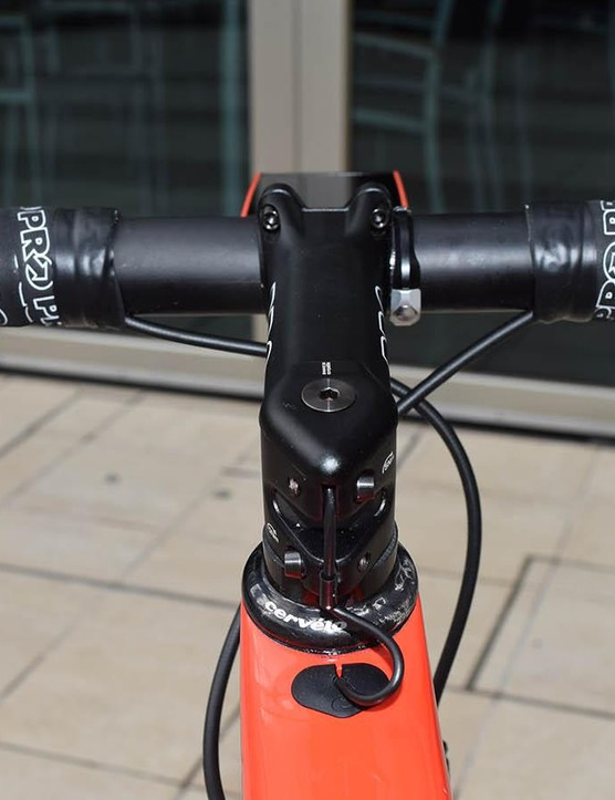 The electronic cabling for the gearing is routed internally through the handlebars and stem before entering the top tube of the frame