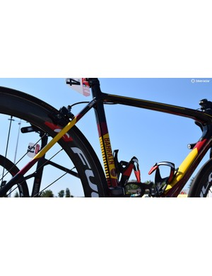 Izagirre's black frameset has flashes of red and yellow throughout the frameset