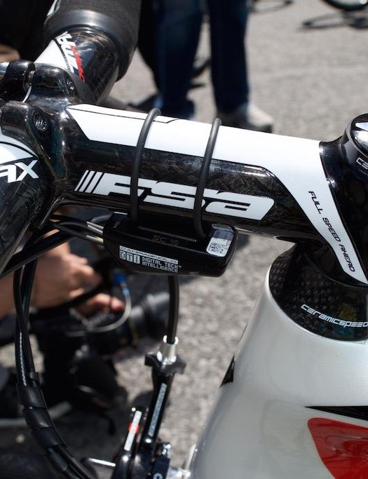 Aru has an FSA carbon fiber stem