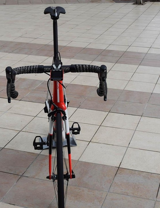 A look at the front profile of Dumoulin's Cervelo R5