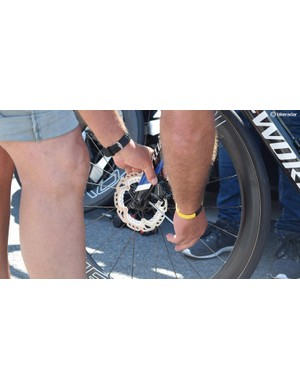 For the first part of the race in Northern France, Quick-Step Floors almost exclusively used the disc brake S-Works Venge, and mechanics were adjusting the calipers during the opening stages