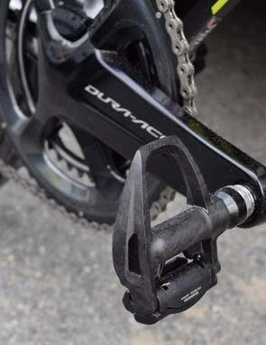 The Shimano components extend to Dura-Ace R9100 pedals