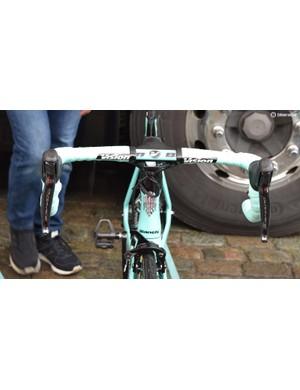 A LottoNL-Jumbo rider opts to run handlebar tape to the centre of the Vision Metron 5D aero handlebars