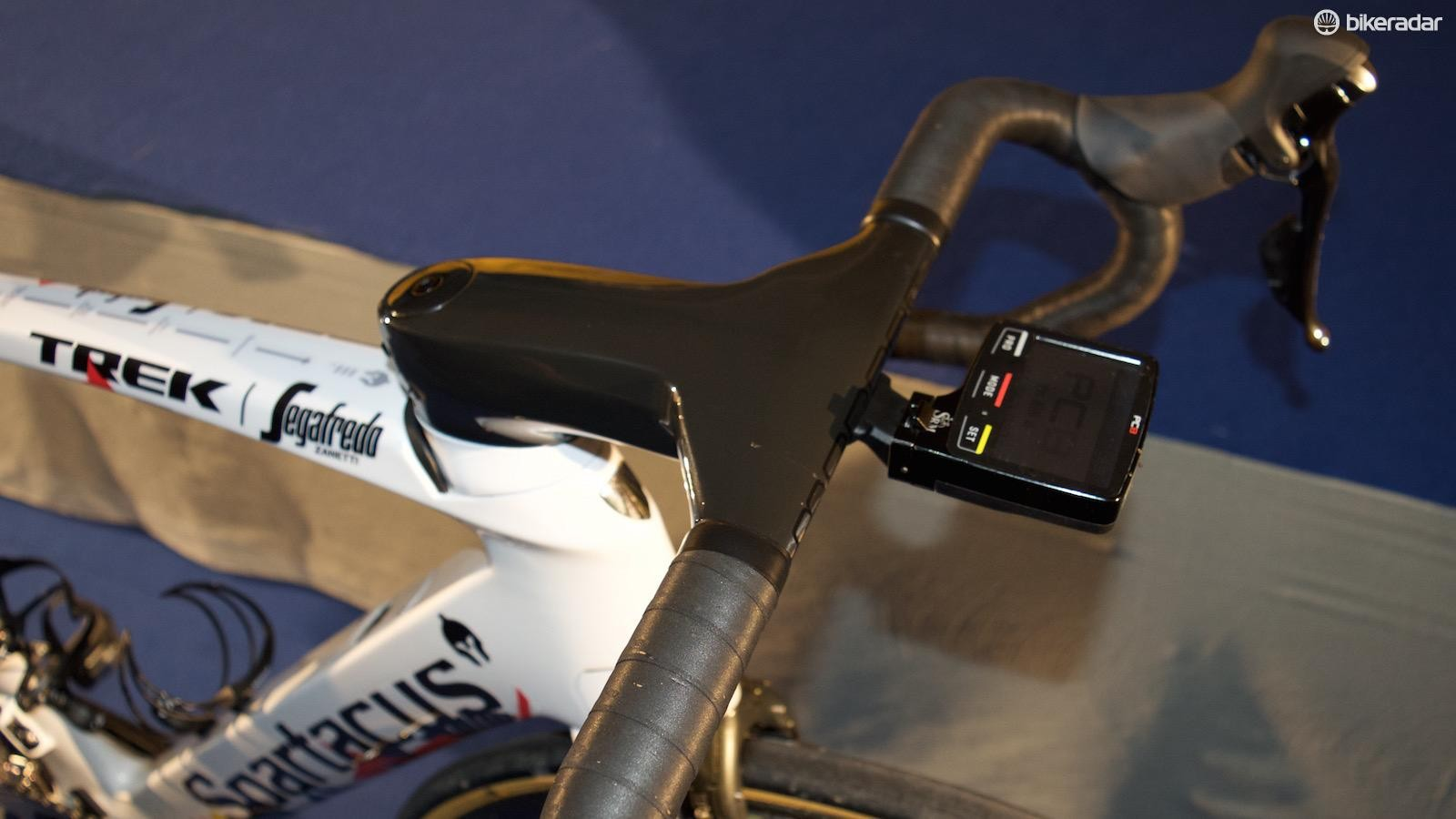 The one-piece carbon stem and handlebars provide stiffness and aerodynamic gains