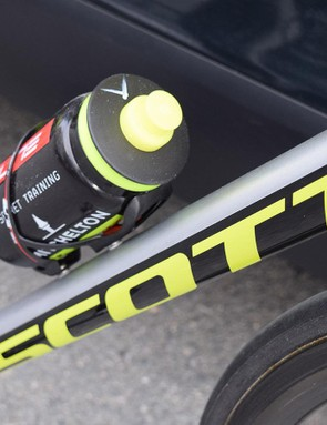 Each Mitchelton-Scott bike features a silver, black and fluoro-yellow paint scheme for the Tour de France