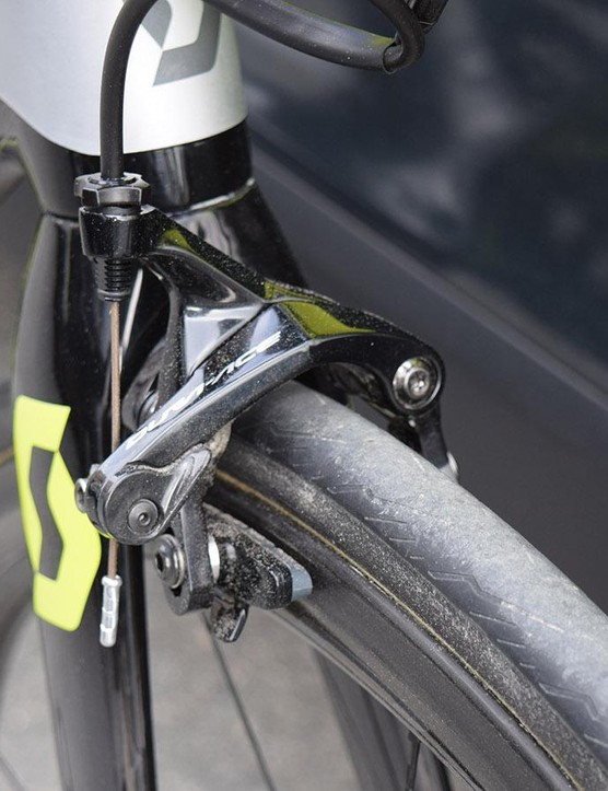 Shimano Dura-Ace R9100 calipers provides the stopping power for Mitchelton-Scott's bikes