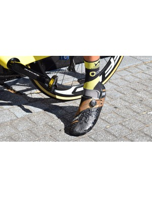 A Direct Energie rider wears the 2019 edition Bont Helix shoes