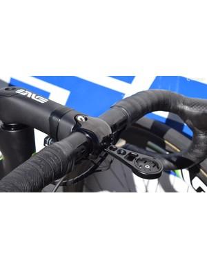 The contrasting matt/gloss black finish matches the handlebars seamlessly