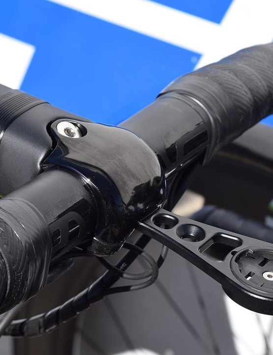 The contrasting matt/gloss black finish matches the handlebars seamlessly