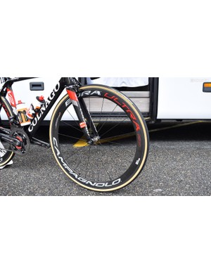 Standard Campagnolo Bora Ultra 50 wheels works seamlessly with the overall bike design and team colours