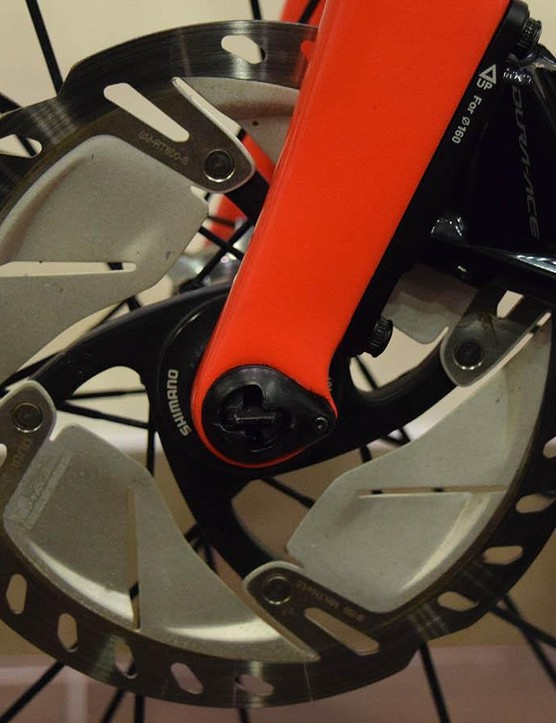 Matthews' bike is equipped with RT-800 discs instead of Dura-Ace versions