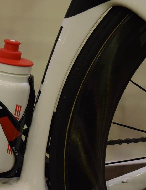 The seat tube of the S5 follows the curve of the rear wheel for improved aerodynamics