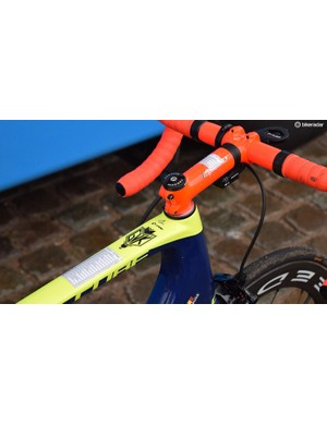 Guillaume Van Keirsbulck split the hellingen and the kassien on his top tube and stem respectively