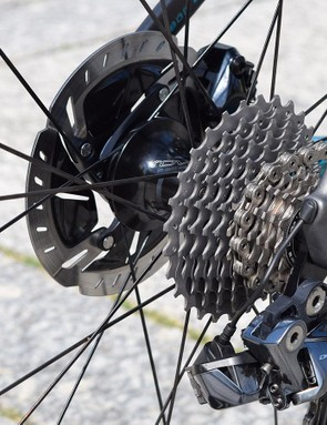 Sagan's Venge was equipped with an 11-28t Shimano Dura-Ace cassette and 140mm Dura-Ace disc rotor
