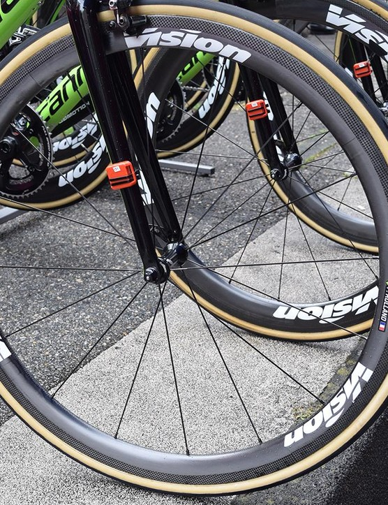 Rolland's Cannondale is paired with Vision Metron 40 SL tubular wheels