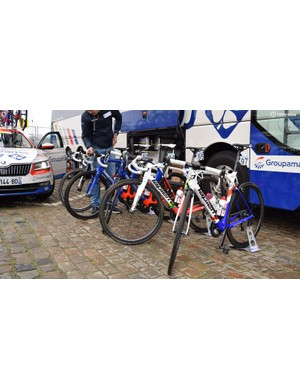 Groupama-FDJ used a mix of Lapierre Aircode and Xelius framesets
