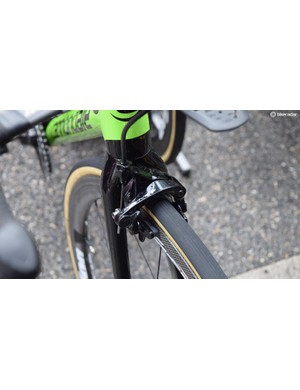 Shimano Dura-Ace R9100 rim brakes provide the stopping power front and rear