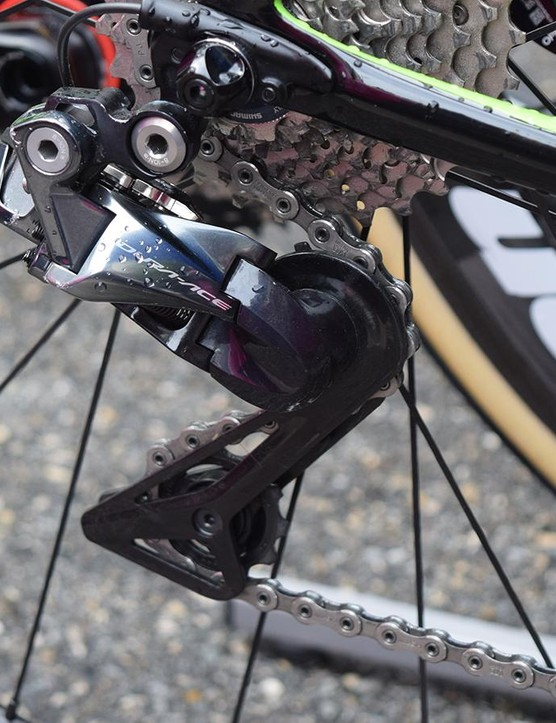 The bike is equipped with a Shimano Dura-Ace Di2 R9150 rear derailleur