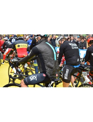 Michal Kwiatkowski adds another layer at the startline