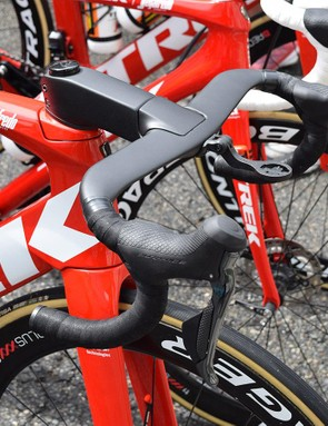 The Madone Disc also appears to have a new integrated cockpit, presumably to accommodate the hydraulic brake lines