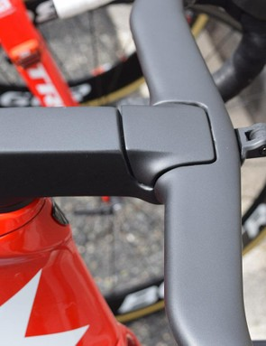 A cover hides the insides of the stem/handlebar internal routing but will improve aerodynamics