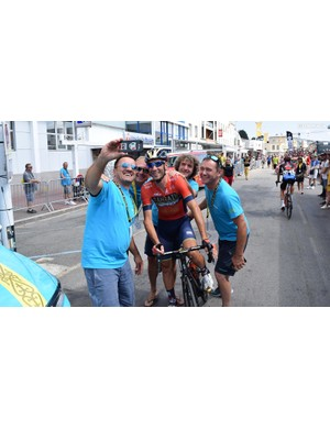 Vincenzo Nibali shares a selfie with some of his old staff from the Astana team