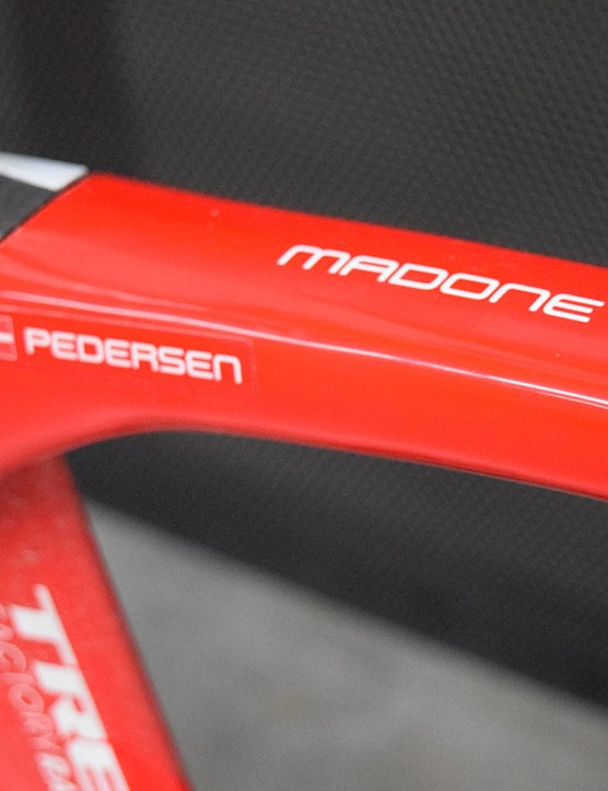 The red frameset with white decals was complemented by the Danish flag of Pedersen