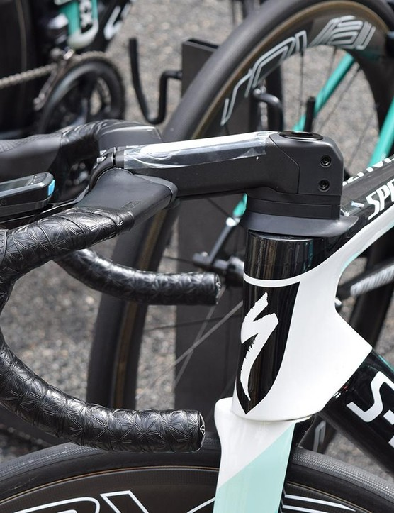 Two tensioning bolts are located on the non-driveside of the stem