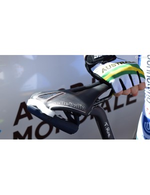 Tim Roe placed some foam padding between his saddle and the Velon data unit to prevent rattling