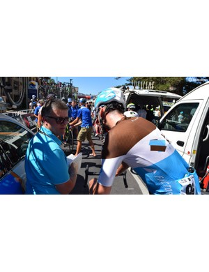 Vandenburgh speaks with team manager Laurent Biondi ahead of the stage start in Glenelg