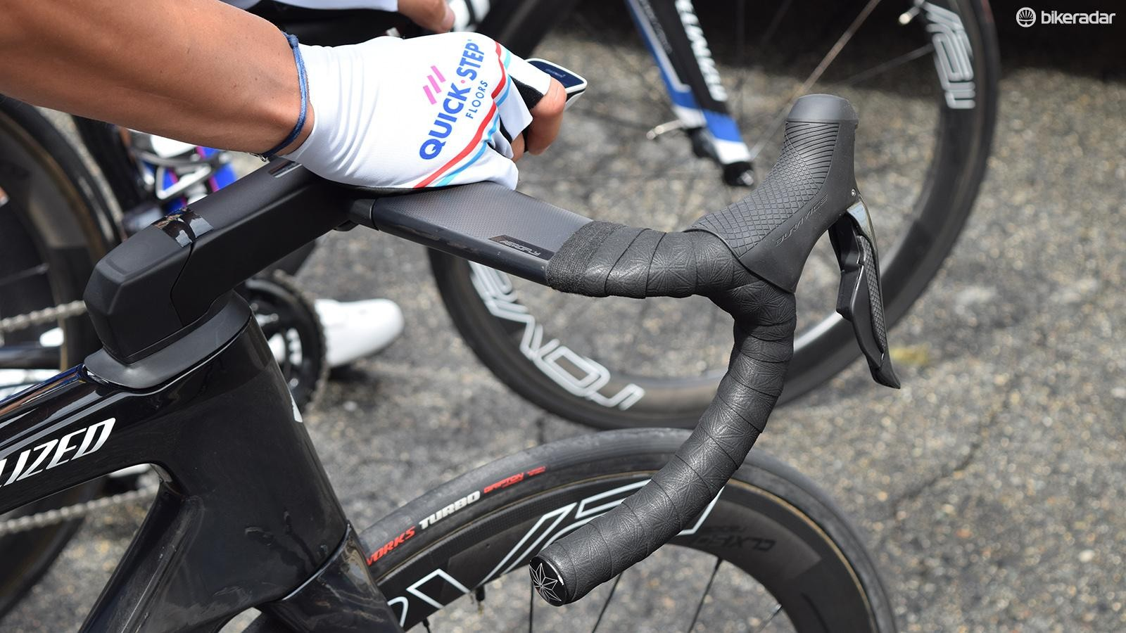 The flat-topped Aerofly bars have a tradional design of an aero handlebar