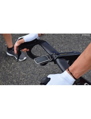 The stem face plate looks to have an integrated computer mount