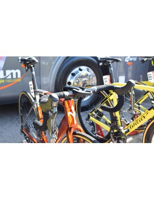 Chavanel's bike uses Shimano Dura-Ace R9150 levers for braking and shifting