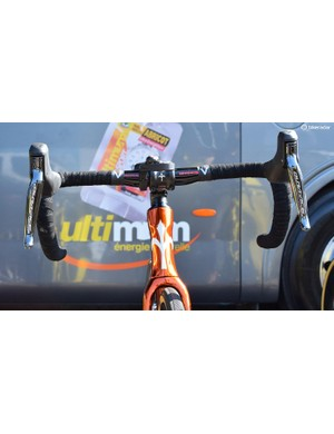 The front profile of the Wilier Cento10 Pro has an hourglass-shaped head tube like most modern aero framesets