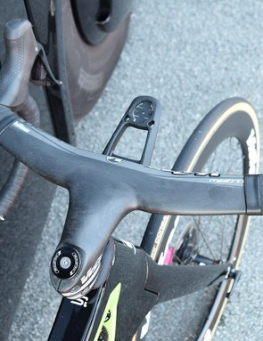 Uran is one of several riders who runs a Vision Metron 5D integrated cockpit