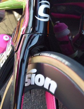 Truncated tubing and an integrated fork crown improves the overall aerodynamic performance of the frame