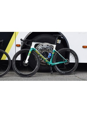 Australian road champion Alex Edmonson has a custom painted Scott Foil Disc