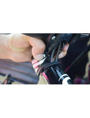Internal cable routing enters the head tube at the front end of the bike